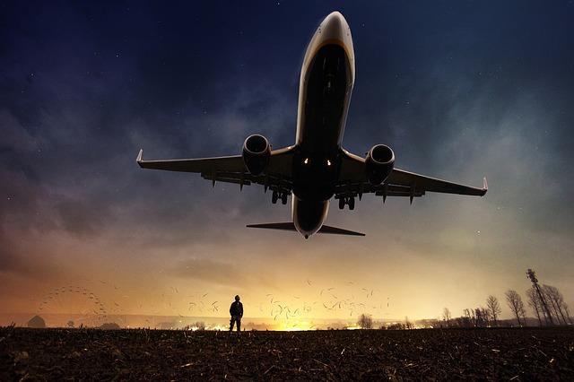 Lietadlo, let, krajina, západ slnka, večer