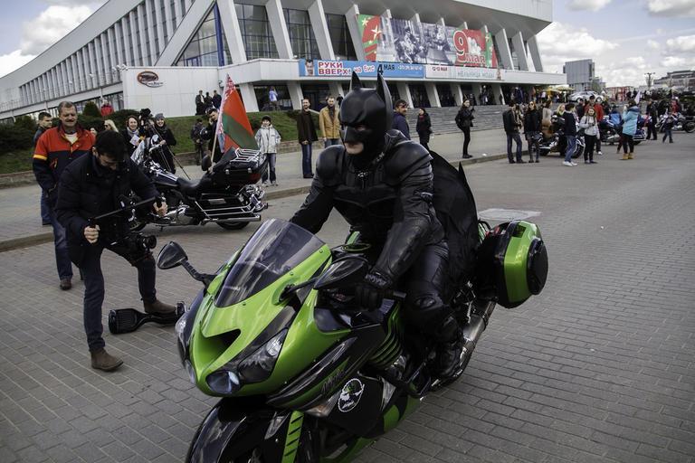 Motorkár v kostýme Batmana