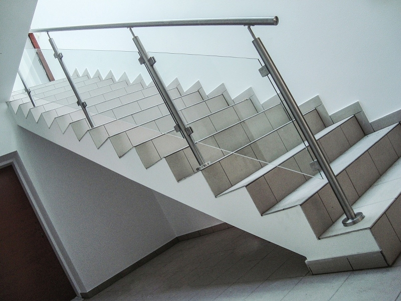 oceľové-zabradlie-na-schody