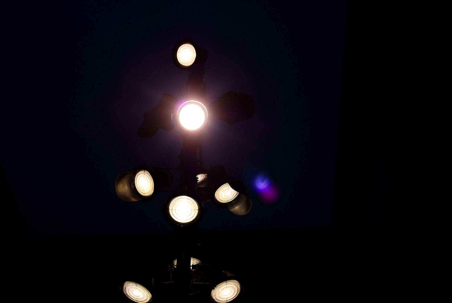 spotlight-gb8192343f_1920